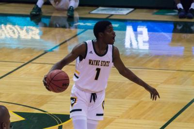 Men's basketball blown out by Ferris State, women's basketball loses on final shot