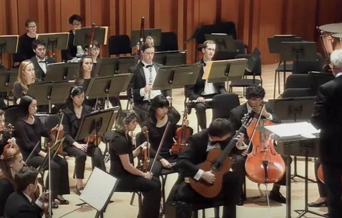 Livestream an evening of Latin and Spanish music with guitarist Daniel Bolshoy and the Orchestre classique de Montréal