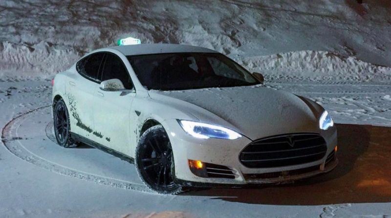 City, province to subsidize Tesla taxis