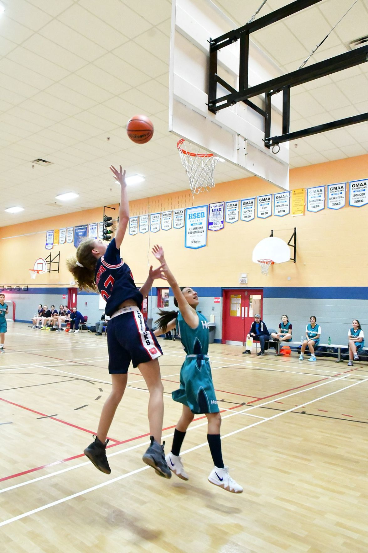 Kuper clinches undefeated season with 53-37 win over Herzliah