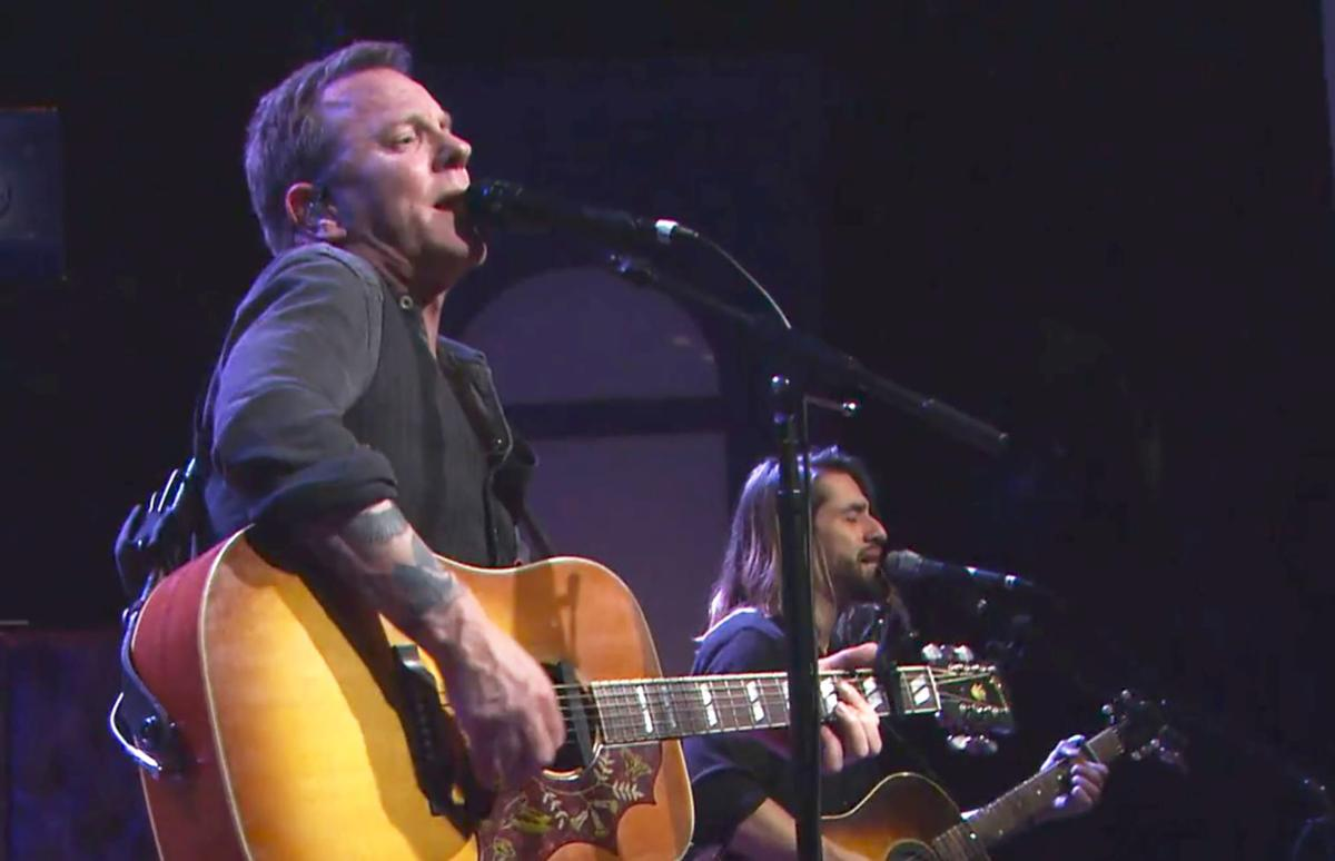 Kiefer Sutherland walks into a bar…: Noted actor talks music, love ...