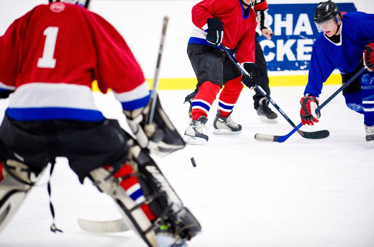 How dangerous is recreational hockey?