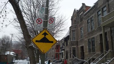 Westmount to gradually replace unilingual French parking signs
