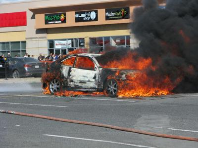 Mercedes engulfed in flames in Saint Laurent