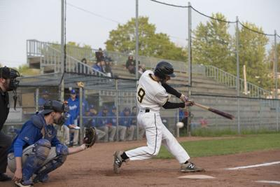 Pirates drop a pair in weekend play