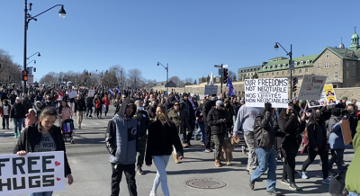 Thousands of Montrealers participate in worldwide protest against restrictions