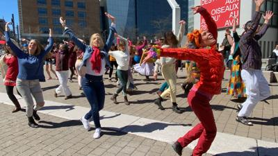 """International trend """"FlashMob"""" performs in Montreal"""