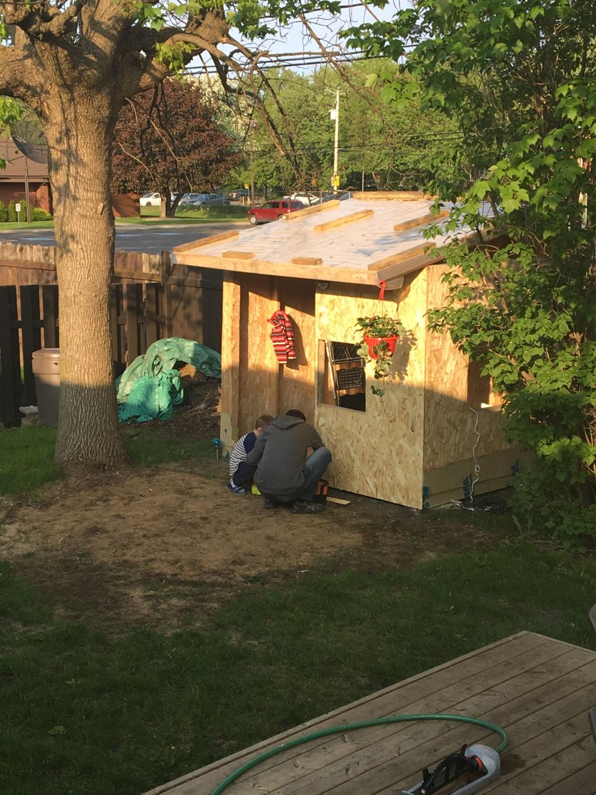 Supermom In Training: We built a playhouse and it's AWESOME