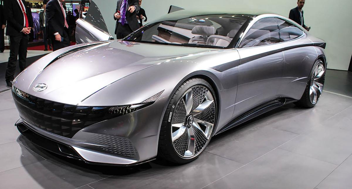 Swoopy Le Fil Rouge Concept sports a grinning grille