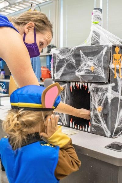 Touchless candy dispensers halloween
