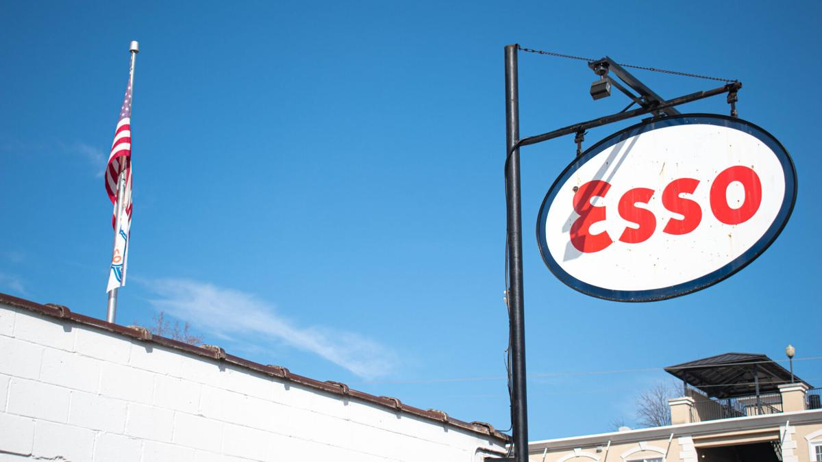 Best Wings: Esso Club