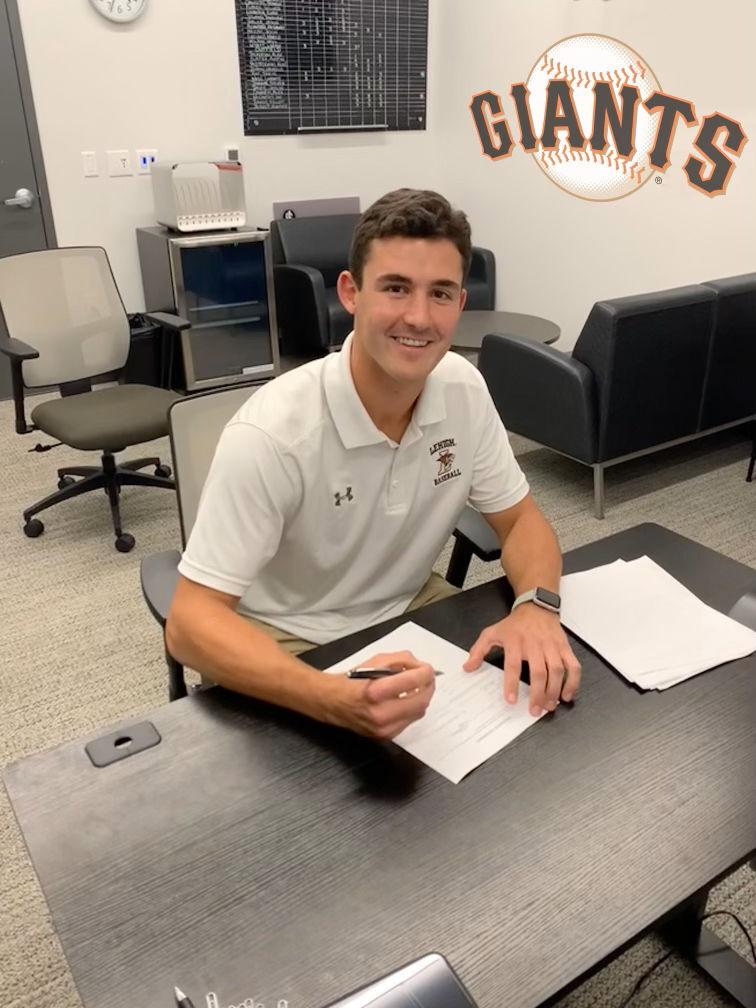Mason Black signs pro contract