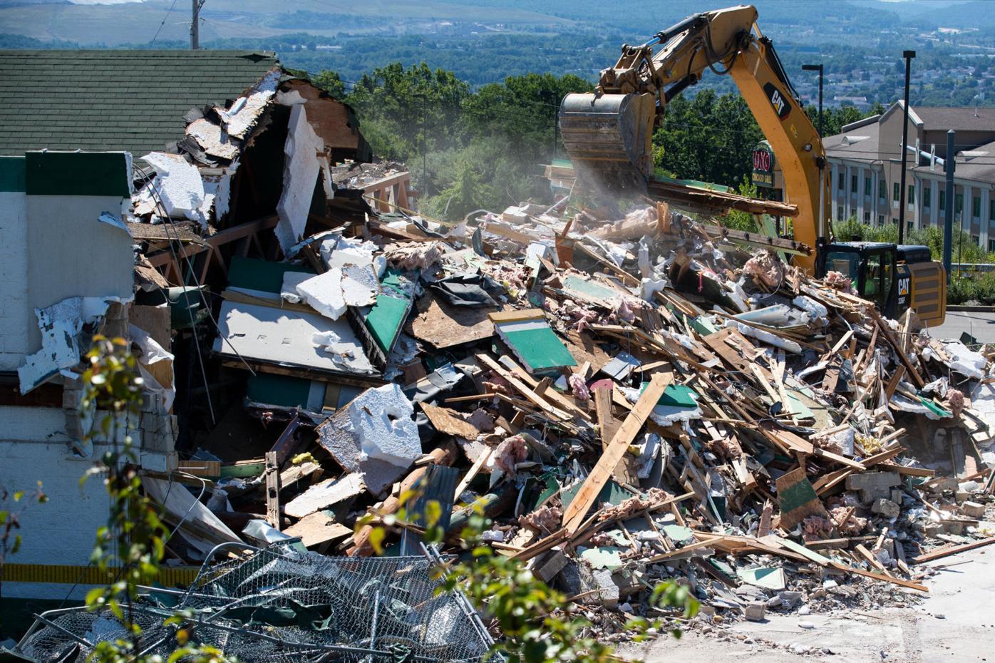 Razing reduces restaurant to rubble