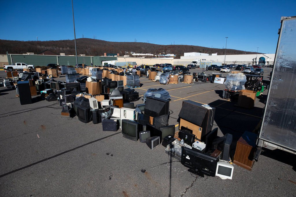 Huge turnout shuts down electronics recycling event