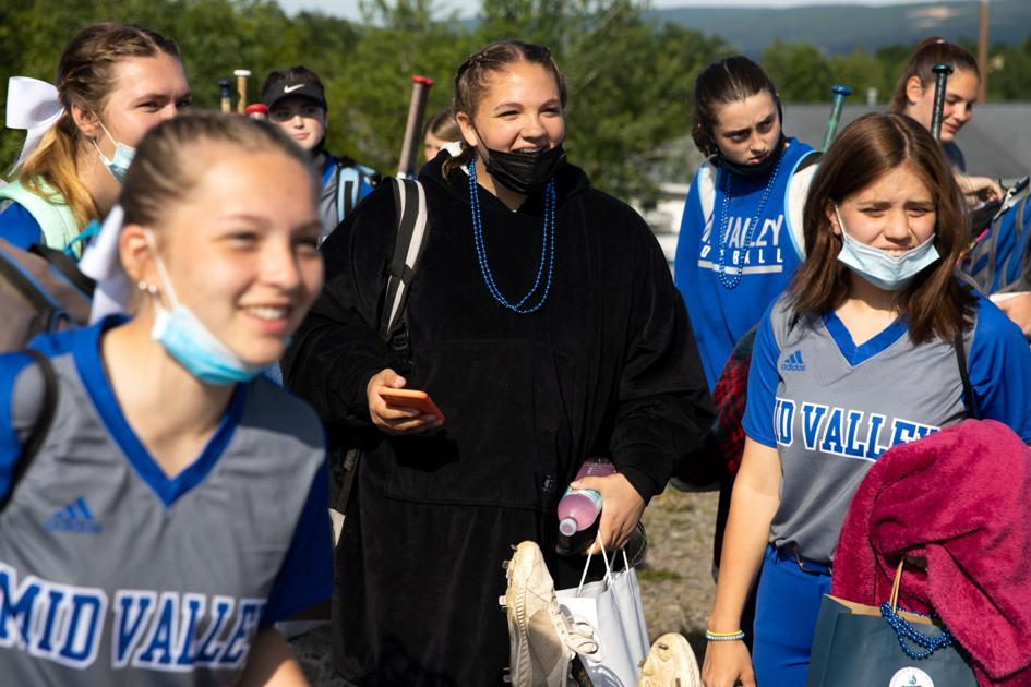 LIVE UPDATES: Mid Valley playing in PIAA championship game