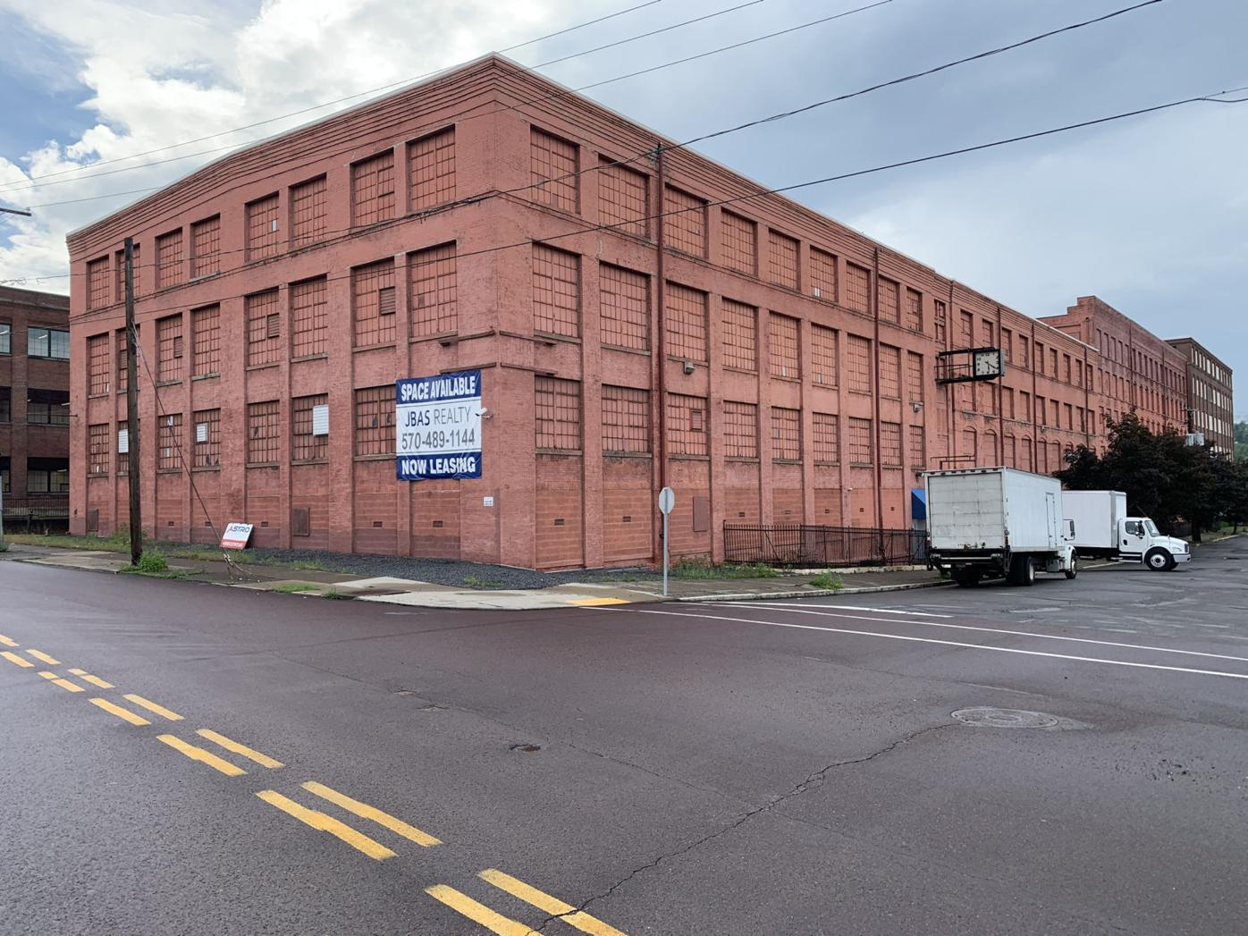 Lawsuit: New owner of big warehouse in Scranton claims former owner misrepresented tenant information
