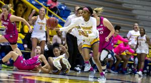 First-half lead falters in second as women's hoops fall to Belmont Thursday