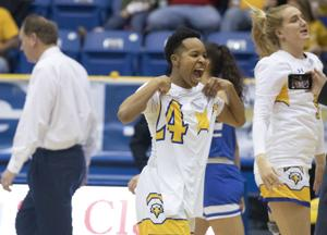 Elston's late spark leads to women's win