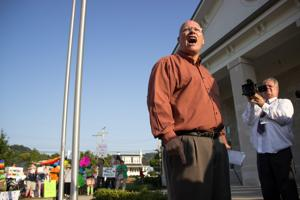 Randy Smith speaks to a crowd of Kim Davis' supporters on the Rowan County Courthouse lawn