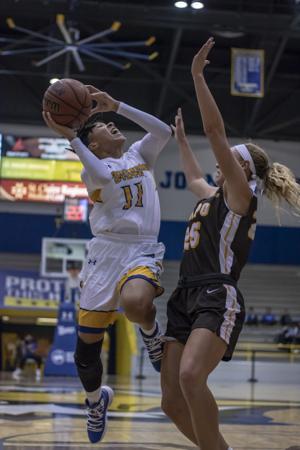 Crockett's Career Night Leads Women's Basketball To Win Over Valpo