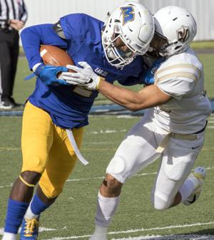 Football excites homecoming crowd by downing Valparaiso