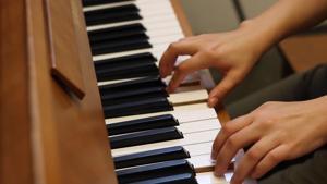 Ukrainian student follows passion for jazz music