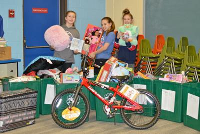 Lakeland students hold toy drive
