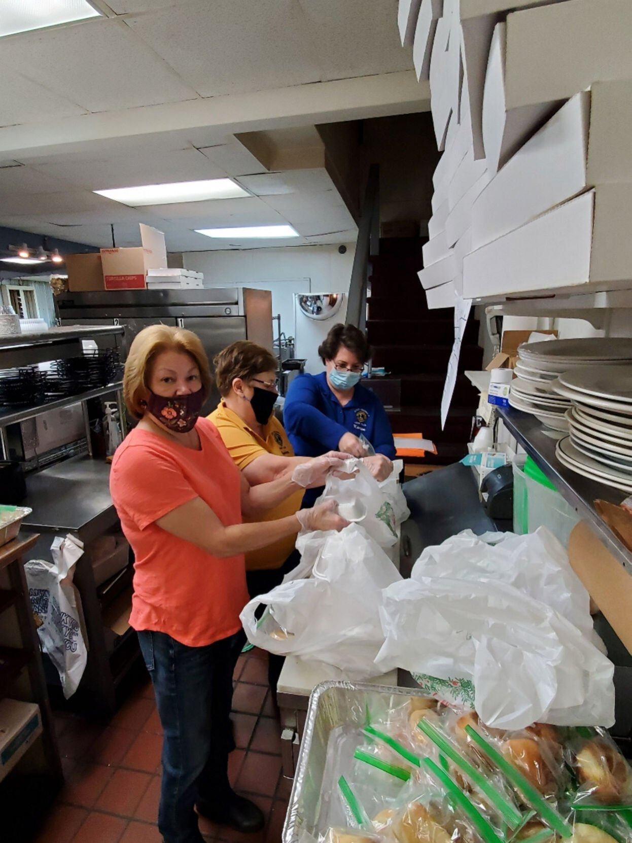 Lions Club distributes Thanksgiving dinners