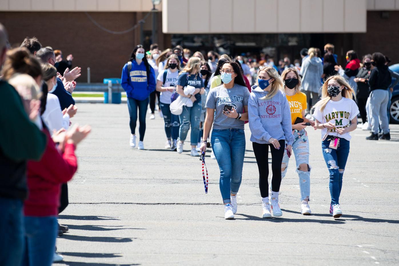 Valley View celebrates seniors