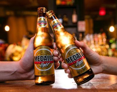 Medalla Light (bottles)