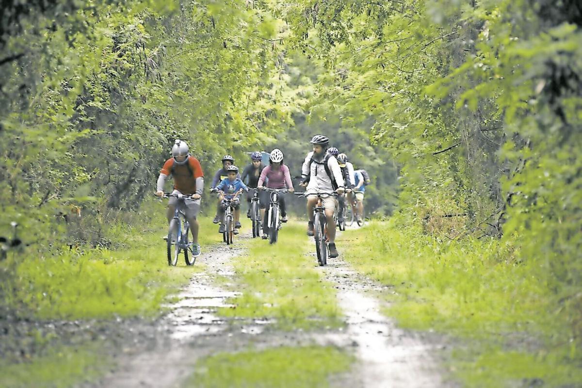 Para La Naturaleza biking