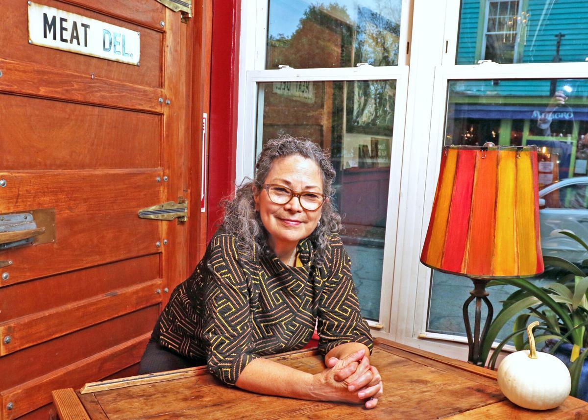 EASY Chair Stephanie Hayes-Houlihan 17197.JPG