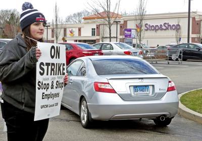 041119 REG Stop&Shop strikers 196.JPG