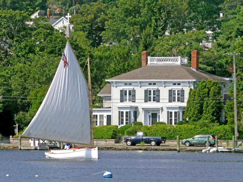 PHOTO: Sailing along on the Mystic River