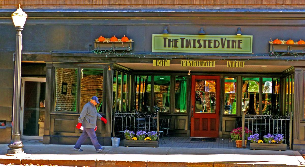 Twisted vine closing