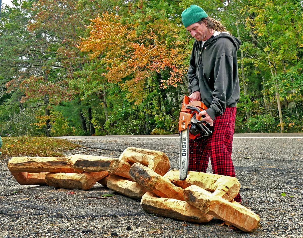 101019 CHA Carolina chainsaw carver 2492.JPG