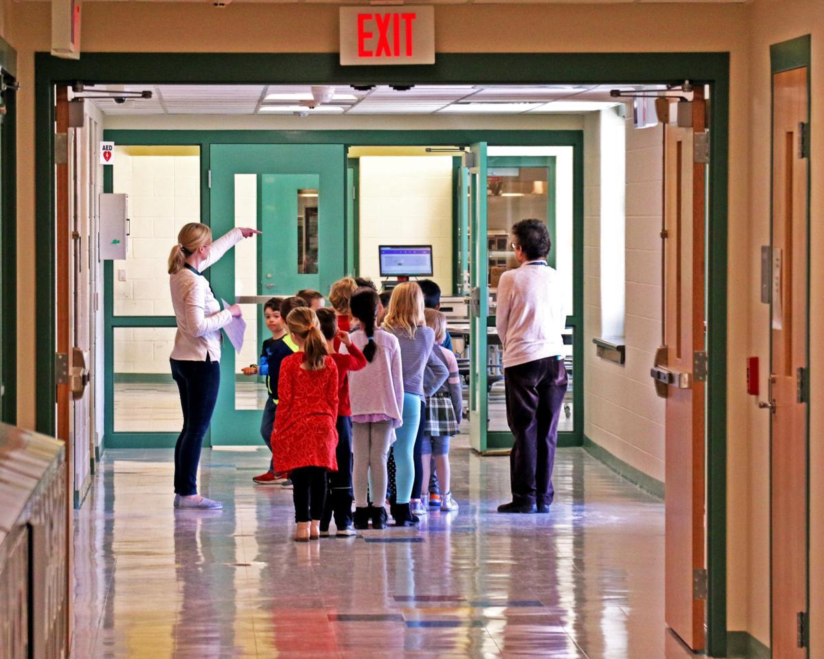 040119 STN First day new Deans Mill Schooll 811.JPG