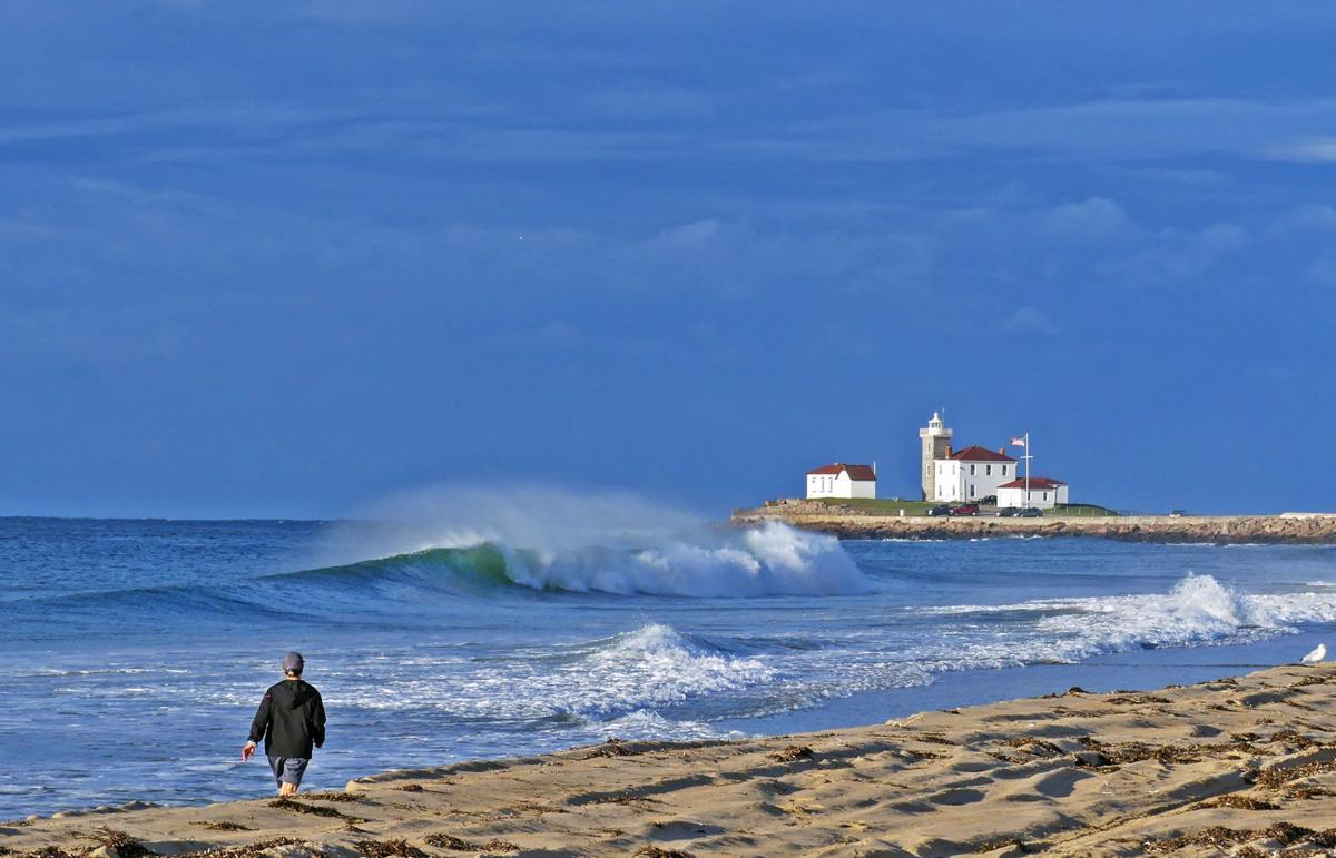 090719 WES Rough surf East Beach from Dorian 167.JPG