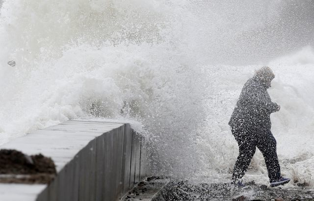 Outages, flooding linger following  nor'easter