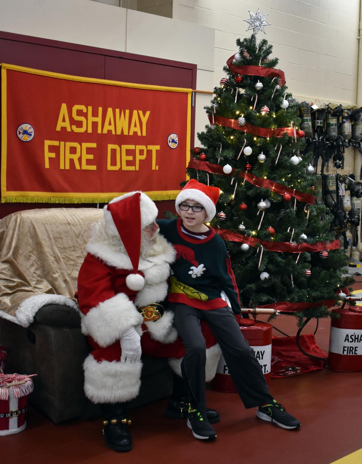 121419 HOP Ashaway Holiday Stroll no01.JPG