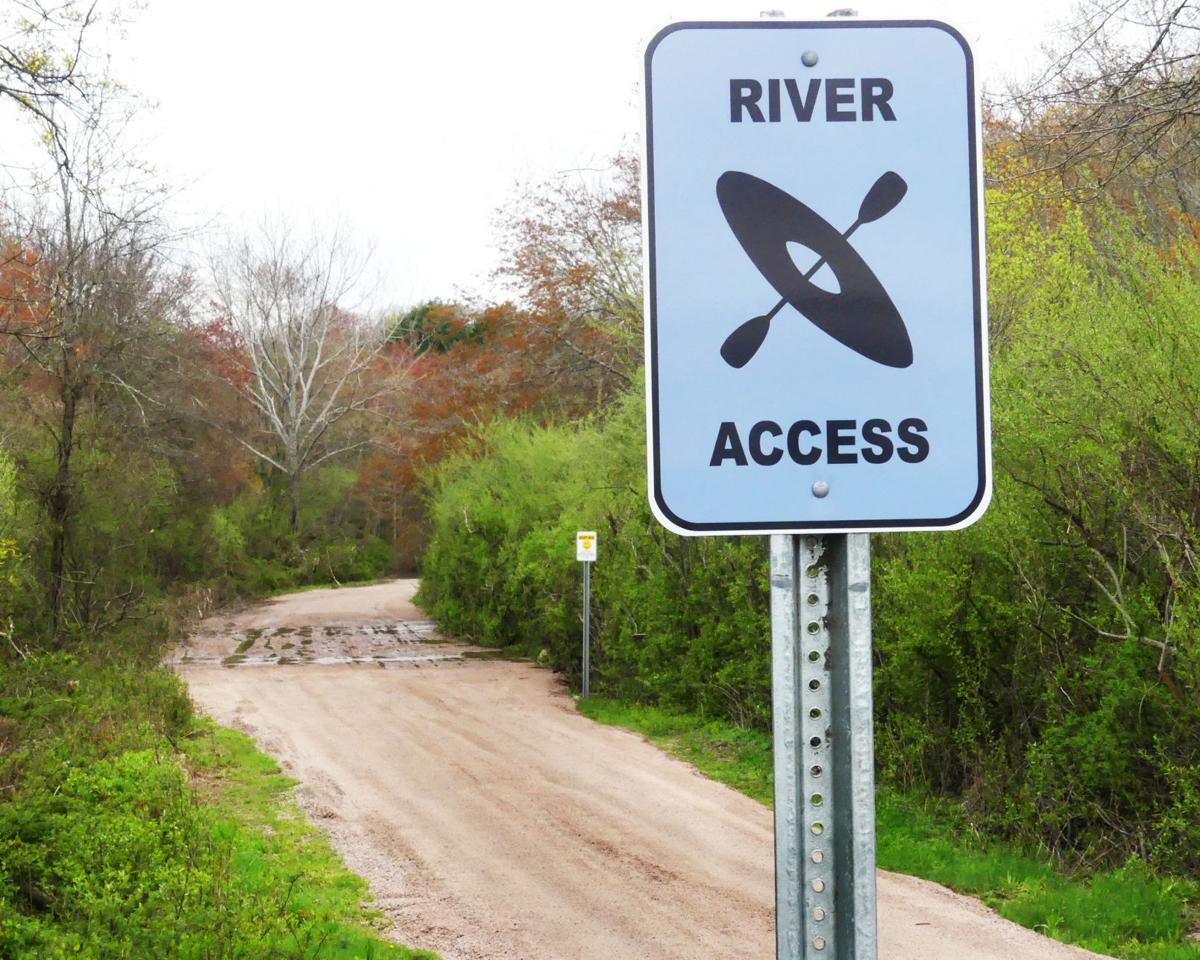 050119 WES New access path to Pawcatuck River 173.JPG
