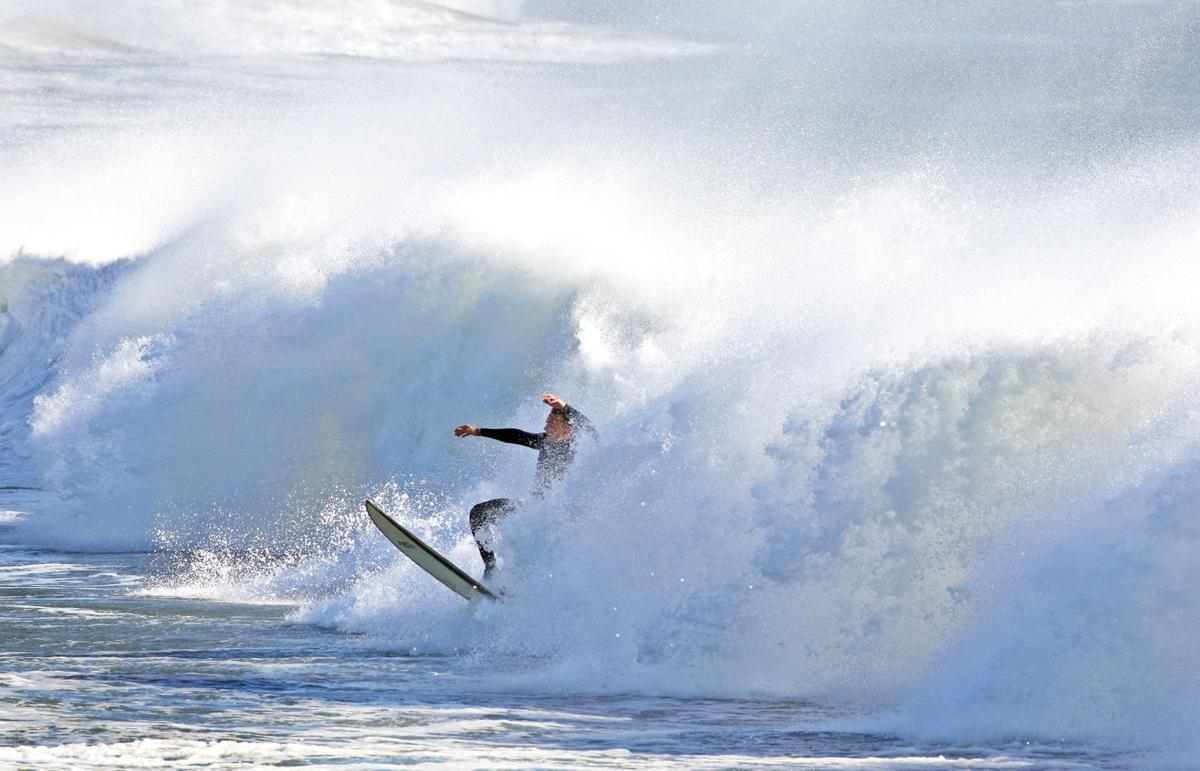 110119 WES Surfing WH Light 91.JPG