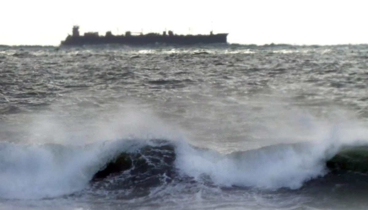 WLD Merchant ship stormy sea 22713.JPG