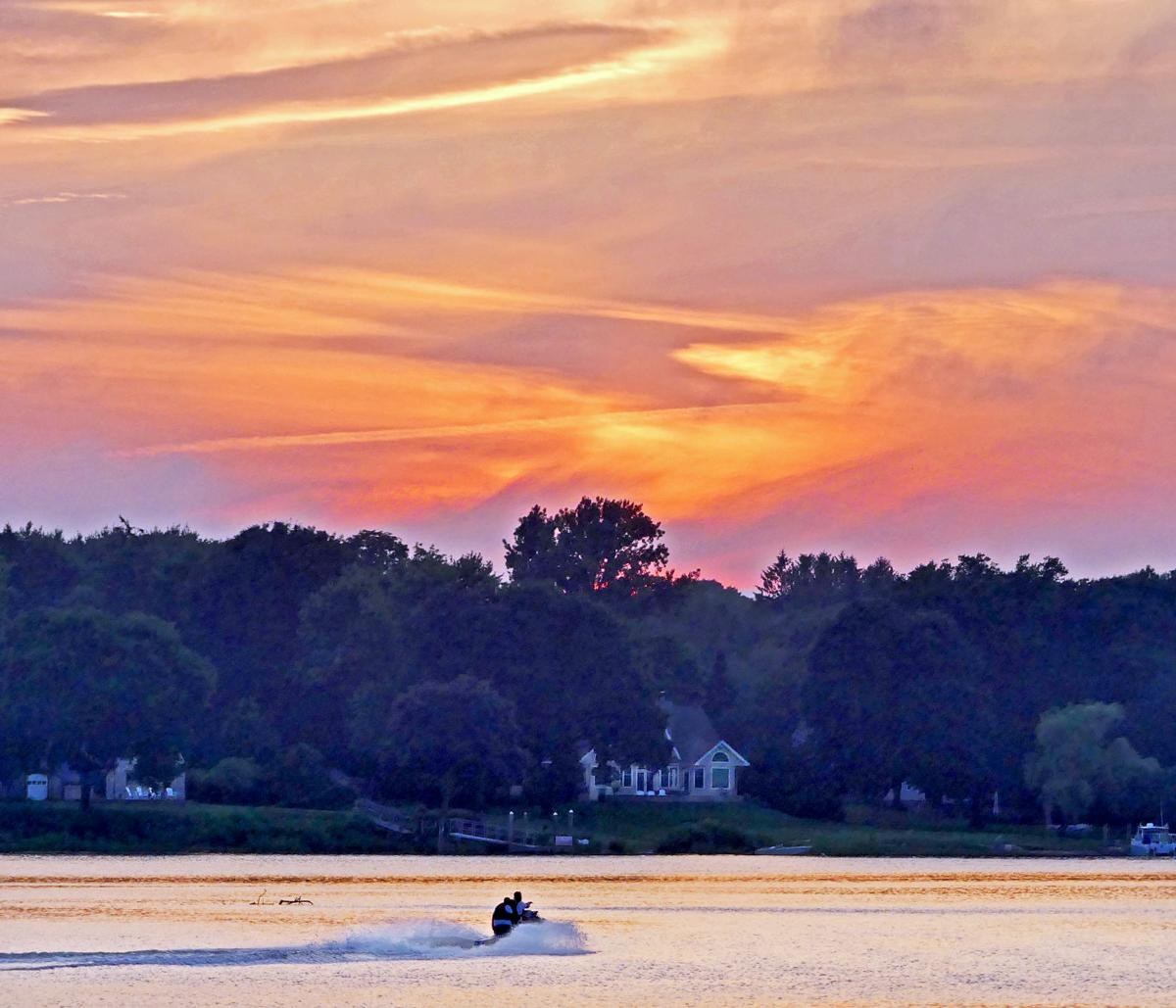 WES River sun set 25427.JPG