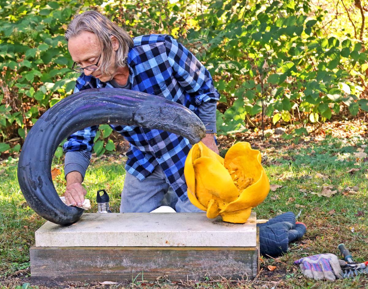 STN Washing sculptures in Velvet Mill Park 11934.JPG