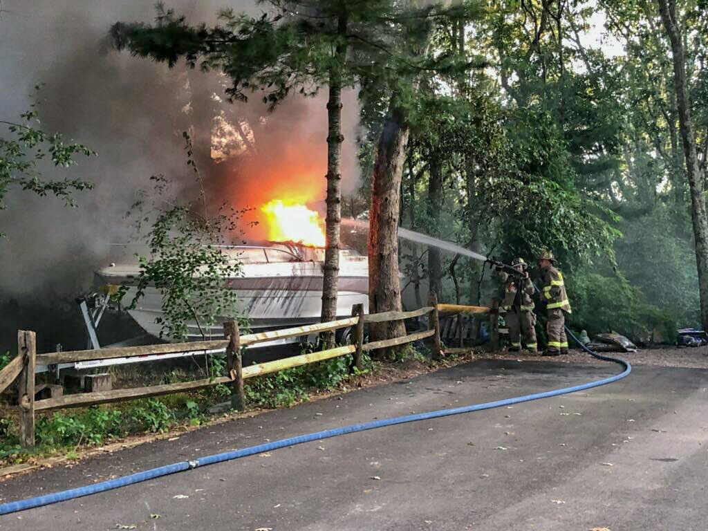 081519 WES boat fire urso dr 1.jpg