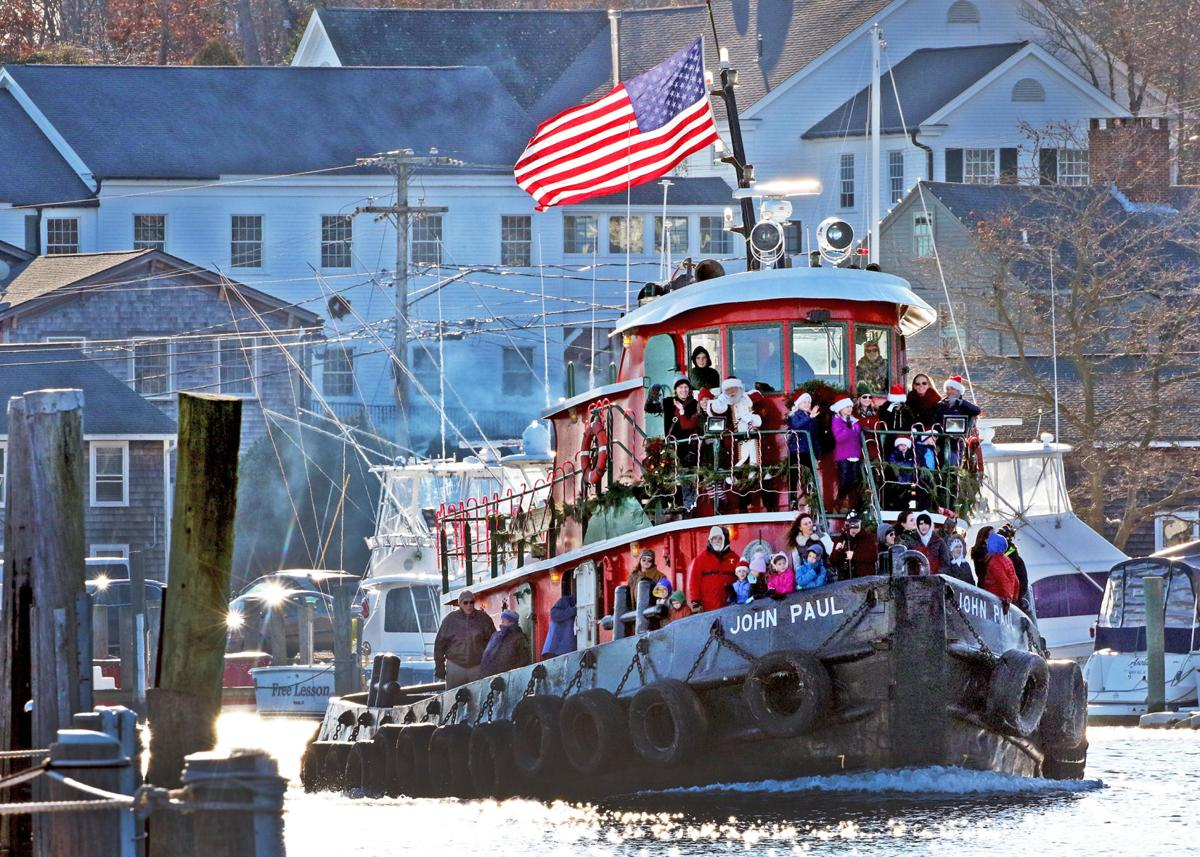 113019 MYS Tugboat Santa in Mystic 3.JPG