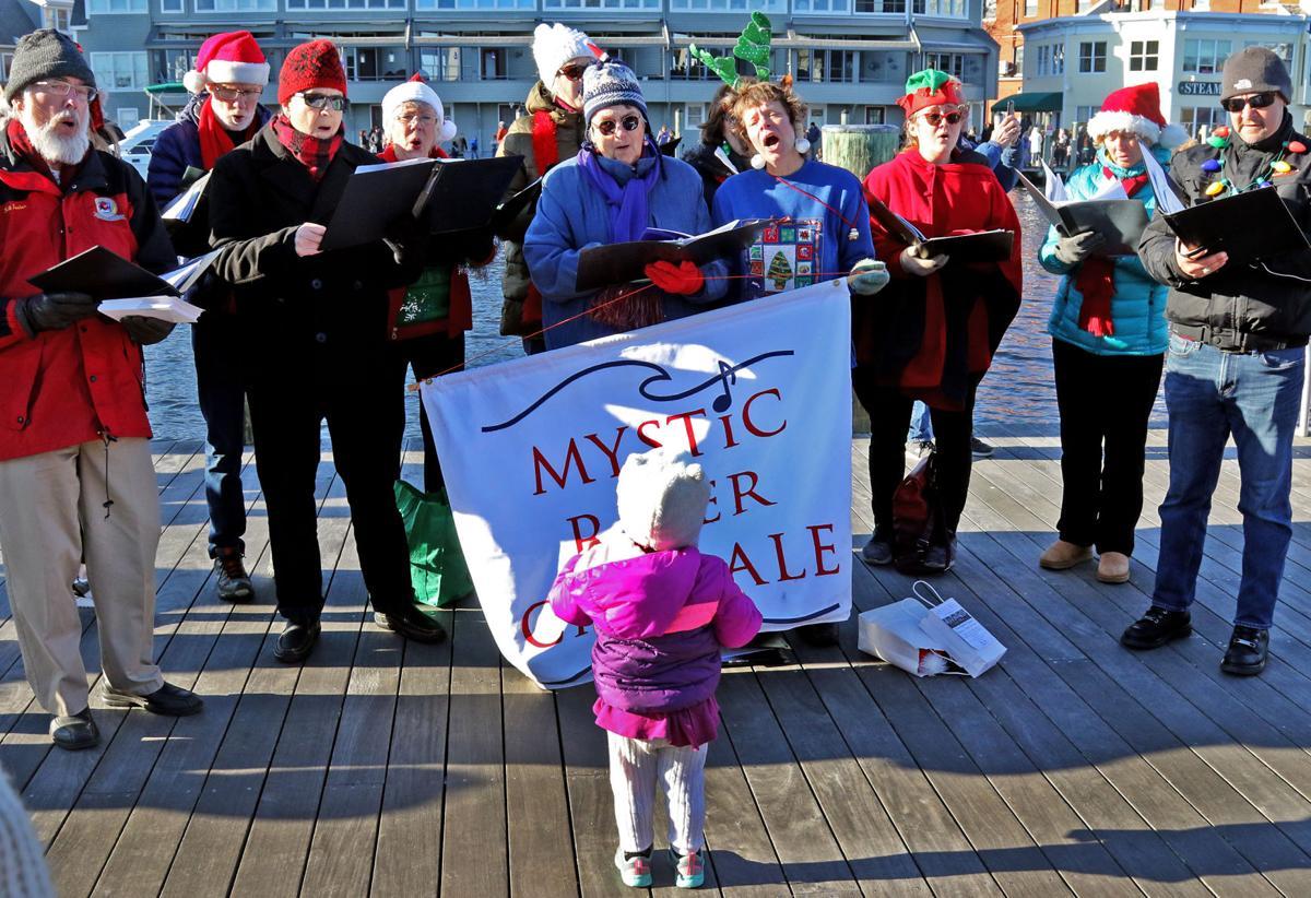 113019 MYS Tugboat Santa in Mystic 14.JPG