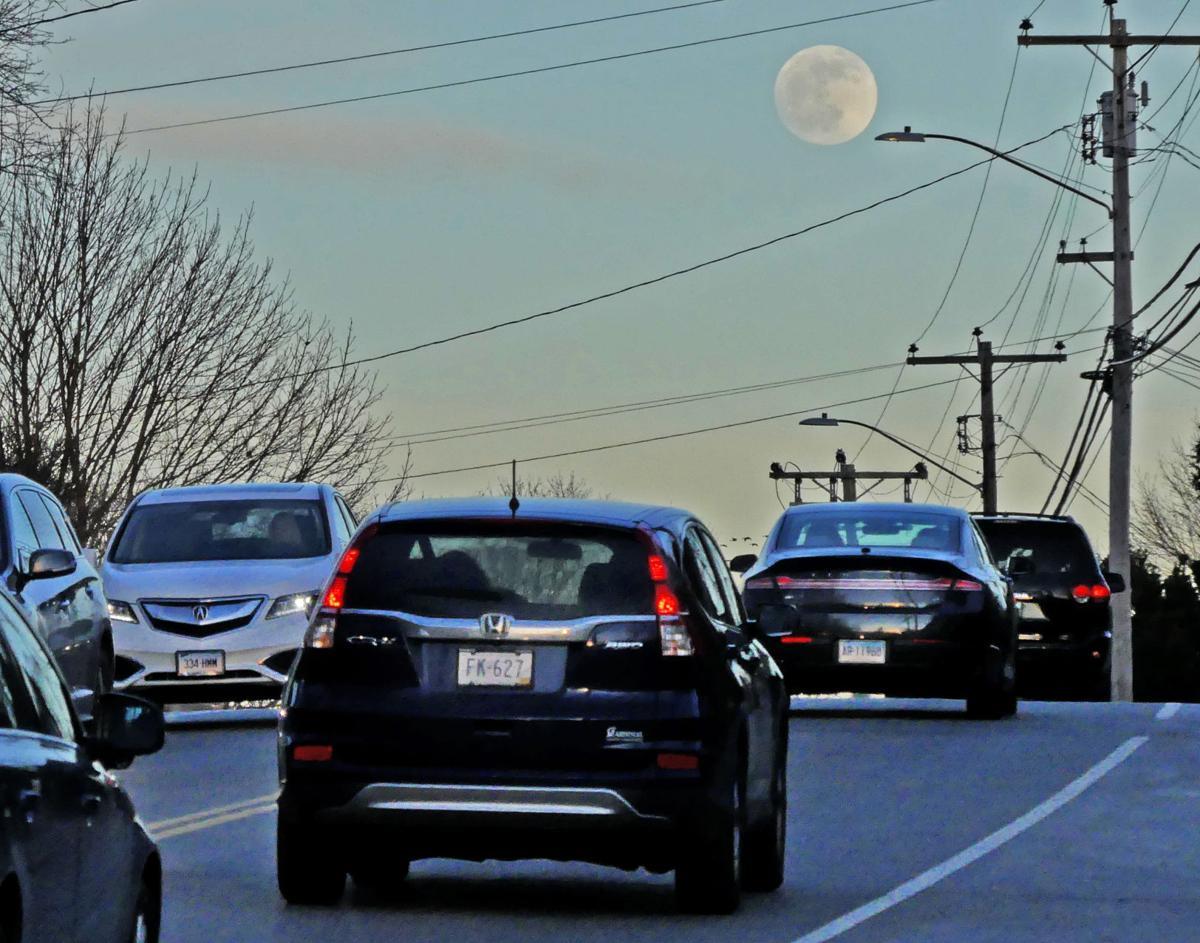 010920 WES Wolf Moon rises 725.JPG