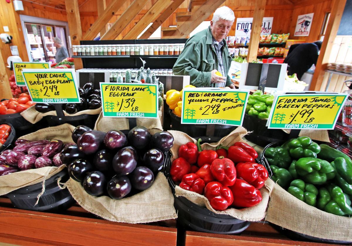 0411919 RICH Richmond Farms grocery opens 318.JPG